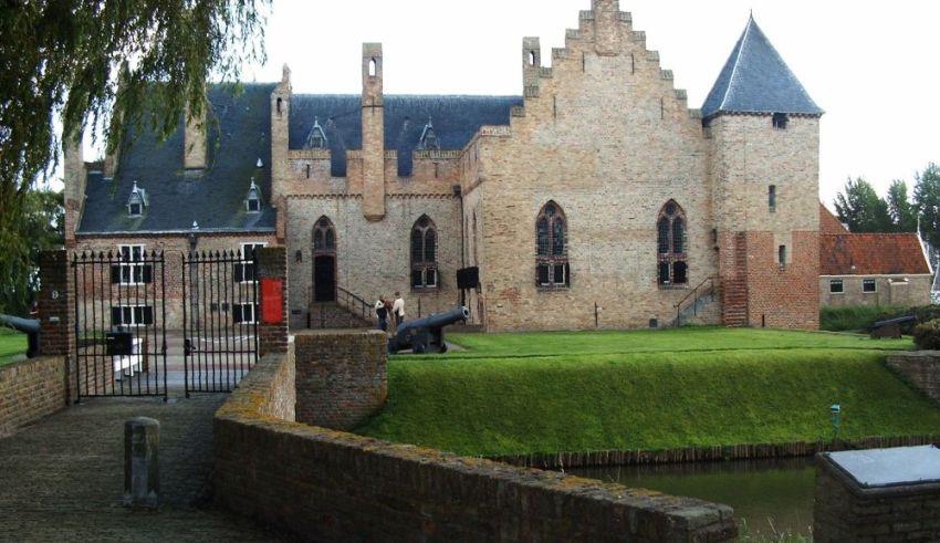 Toekomst Kasteel Radboud, Bakkerijmuseum en Stoommachinemuseum ziet er weer rooskleurig uit!